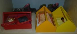 Übung des täglichen Lebens - Schuhputzmaterial im Montessori Kindergarten Frasdorf