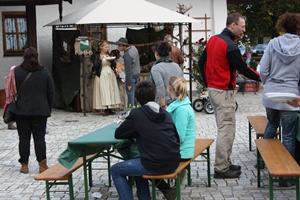 Künstlermarkt draußen 2012 vom Montessori Kindergarten Frasdorf