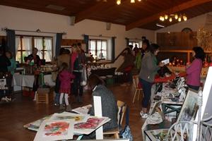 Künstlermarkt drinnen 2012 vom Montessori Kindergarten Frasdorf