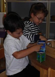 Magnetarbeit im Montessori Kindergarten Frasdorf