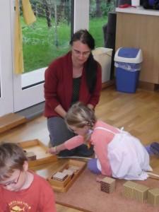 Mathematikaufgabe im Montessori Kindergarten Frasdorf