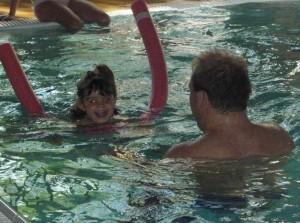 Schwimmkurs im Flairhotel Karner vom Montessori Kindergarten Frasdorf