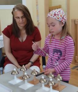 Sinnesarbeit - Glocken im Montessori Kindergarten Frasdorf