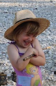 Sommerausflug - lachendes Kind vom Montessori Kindergarten Frasdorf