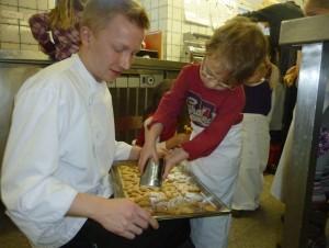 backen im Flairhotel Karner vom Montessori Kindergarten Frasdorf